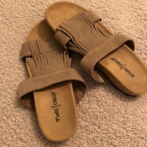 """Minnetonka """"Daisy"""" fringe leather sandal, size 7"""